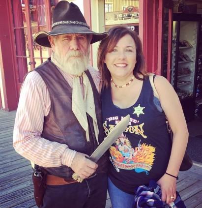 Arizona Bill holding a Juxtaposed Traveler at knifepoint
